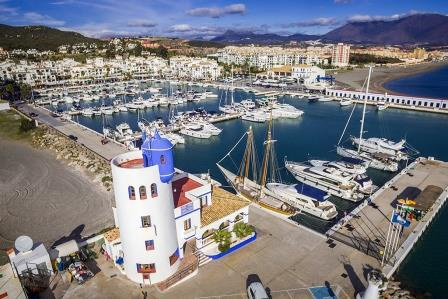 El Puerto de La Duquesa roza el lleno de ocupación durante los meses de verano
